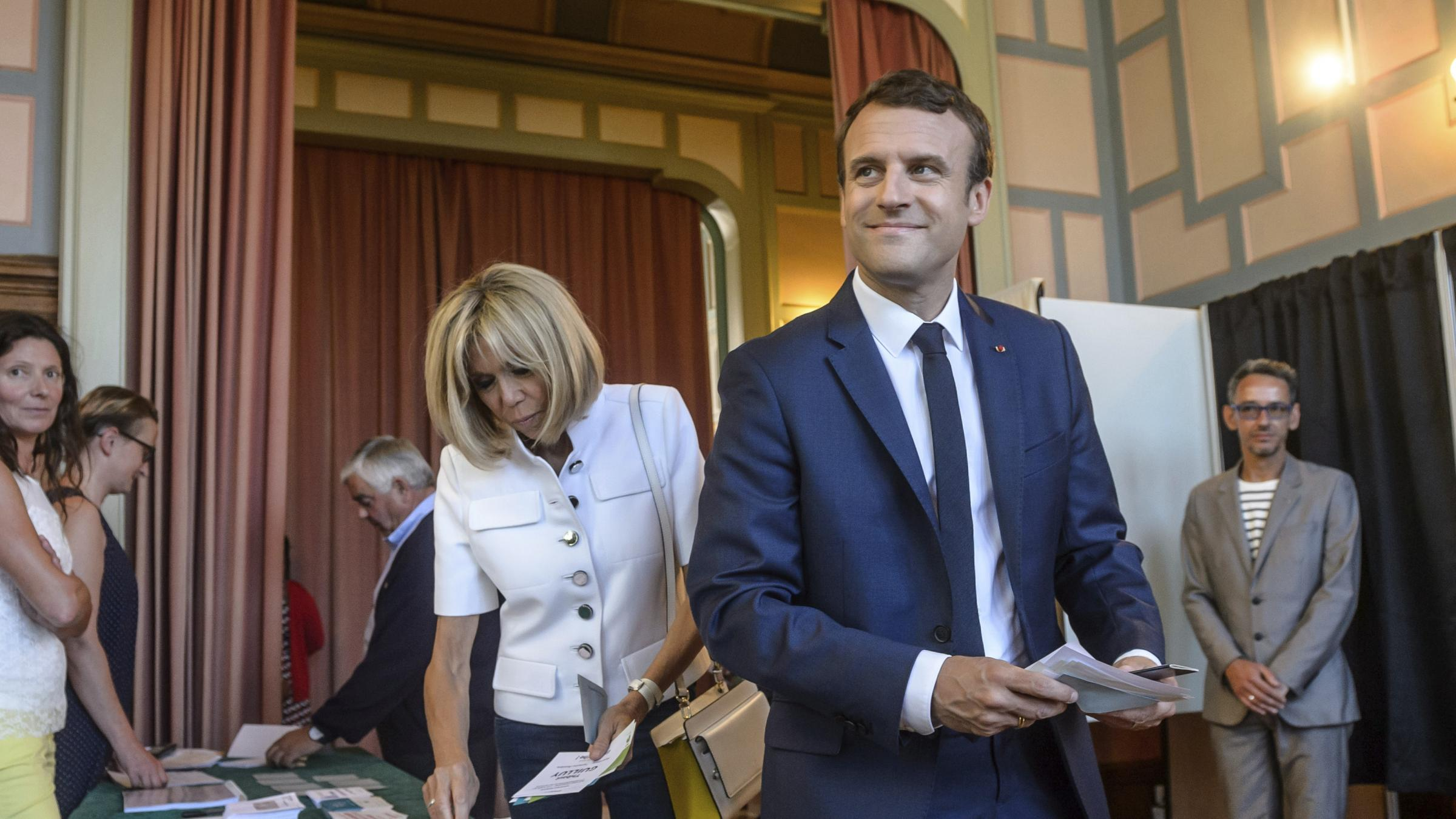 Macron's party set for decisive majority in French parliament