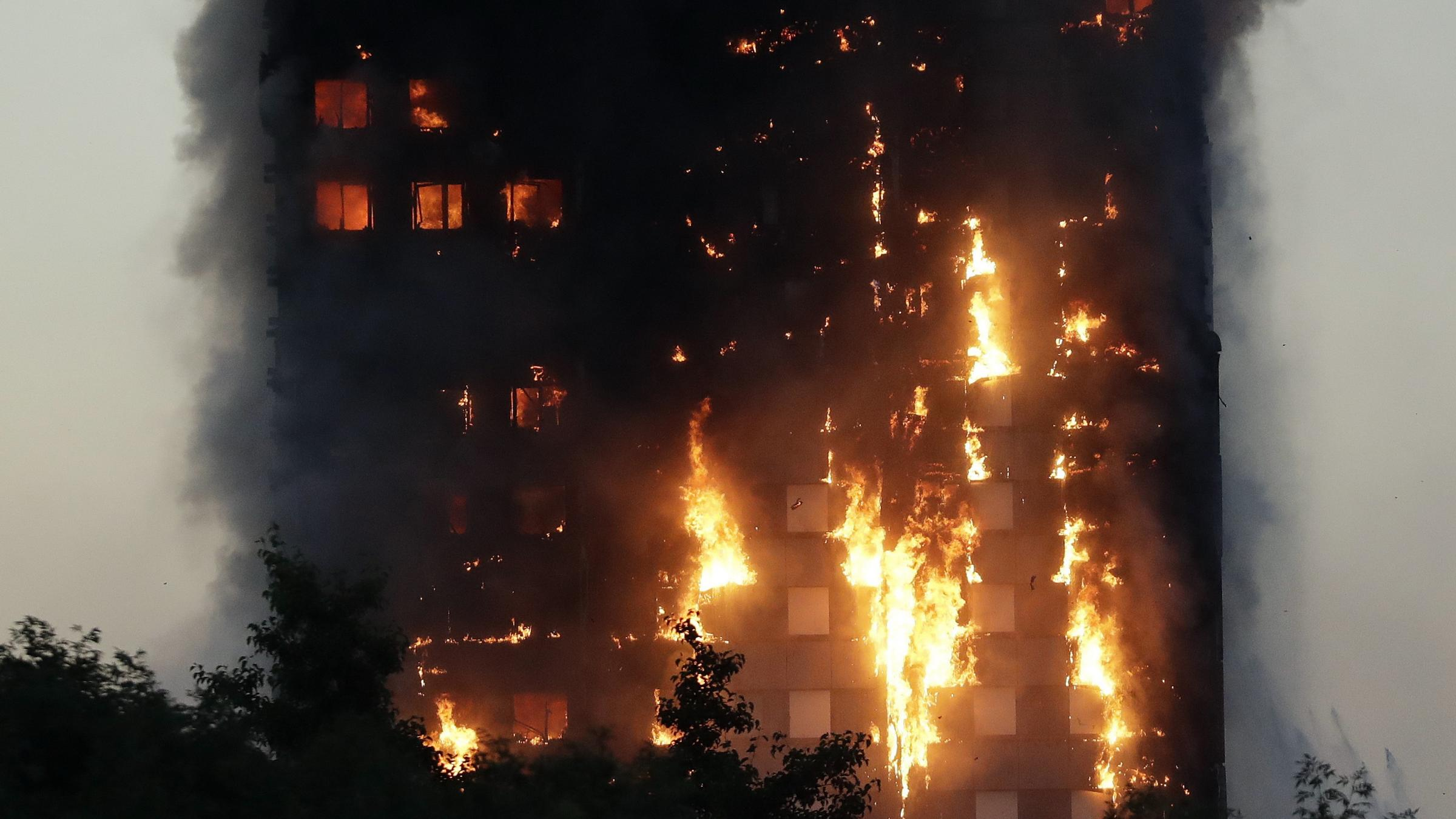 Massive fire engulfs high rise in London